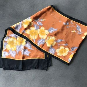 Accessories - ⭐️⭐️⭐️Rectangular Floral scarf